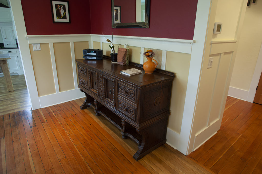 Wainscot colors can be a challenge to choose. Paint Doctor's painting can help. Listed here among the top 5 painters in the Mid-Valley area, Albany homeowners trust the Paint Doctor.
